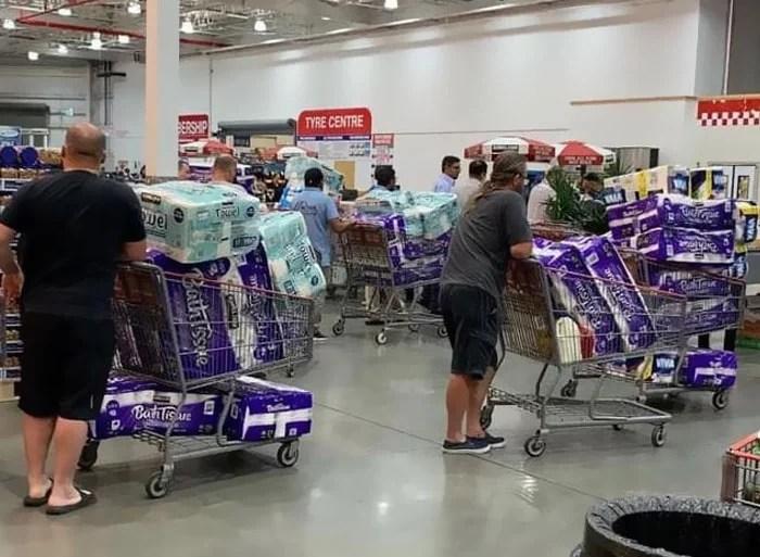 pessoas comprando papel higienico3 - Por que as pessoas estão comprando tanto Papel Higiênico?