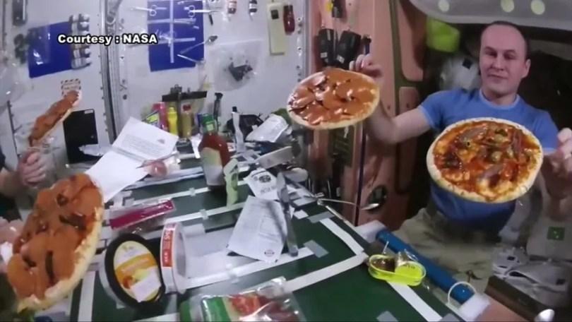 pizza hut delivery primeira entrega comida no espaco 10 - Delivery espacial - A primeira entrega fora do Planeta Terra