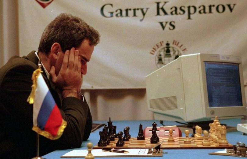 foto 1 campeão mundial de xadrez Garry Kasparov - 20 fotos jornalísticas que mudaram conceitos no Mundo e você nunca viu