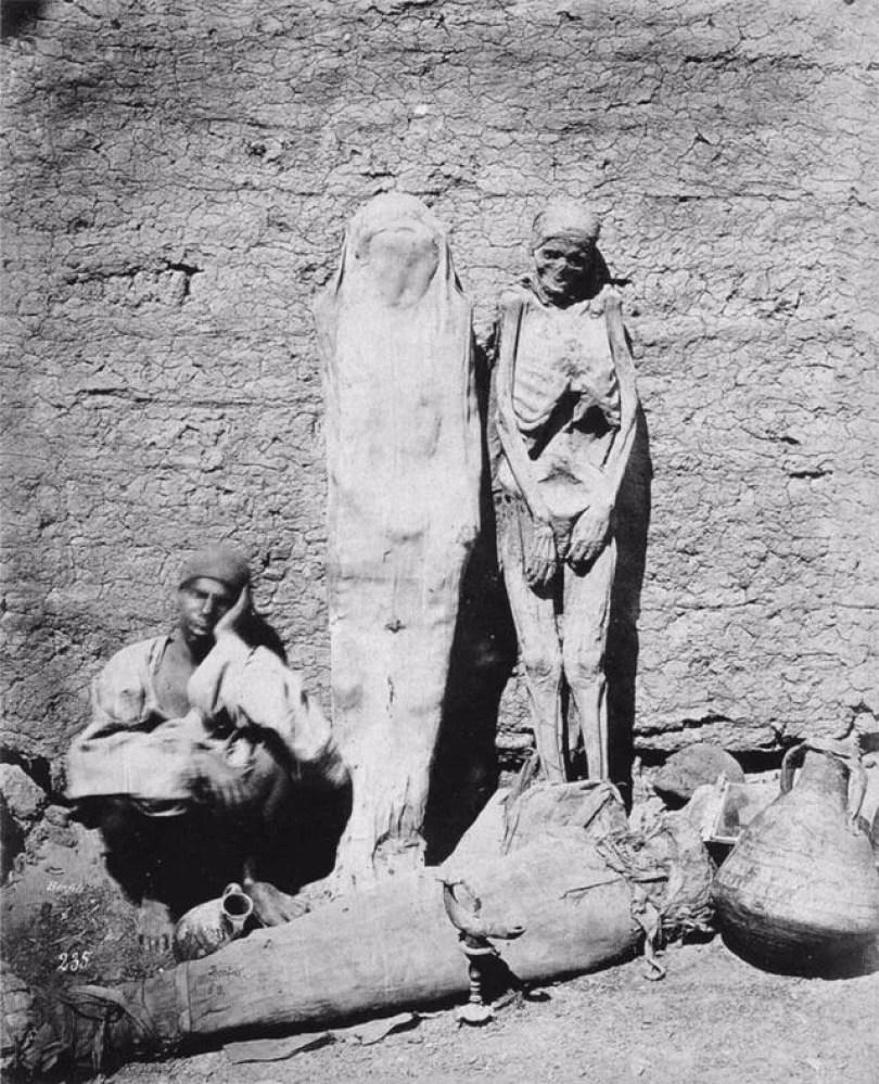 foto 4 vendendo mumias - 20 fotos jornalísticas que mudaram conceitos no Mundo e você nunca viu