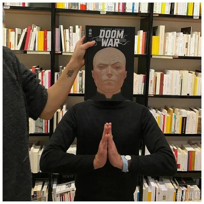 CAPAS DE LIVROS BIBLIOTECA 25 - Funcionários e clientes de livraria se divertem com capa de livros #Parte 3