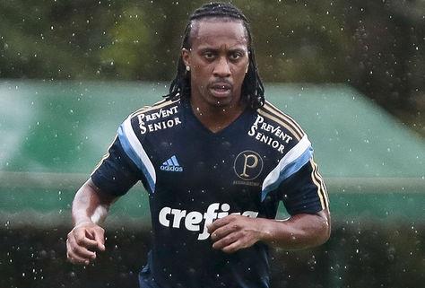 Voltante Arouca em treino na Academia de Futebol.