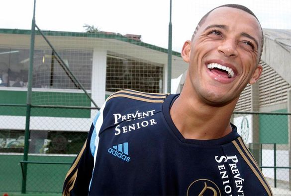 Vitor Hugo está sempre alegre nas entrevistas pelo Palmeiras (Foto: Cesar Greco/Ag Palmeiras/Divulgação)