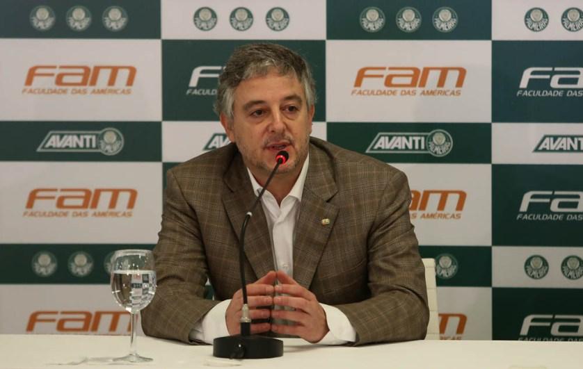 O presidente Paulo Nobre oficializa a FAM como o mais novo patrocínio do Verdão (Cesar Greco/Ag.Palmeiras/Divulgação)