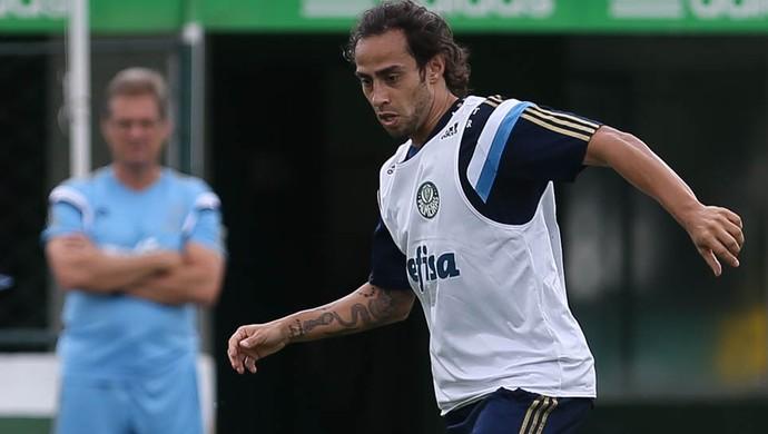 Mattos reforçou vontade do Palmeiras em contar com Valdivia (Cesar Greco/Ag. Palmeiras/Divulgação)