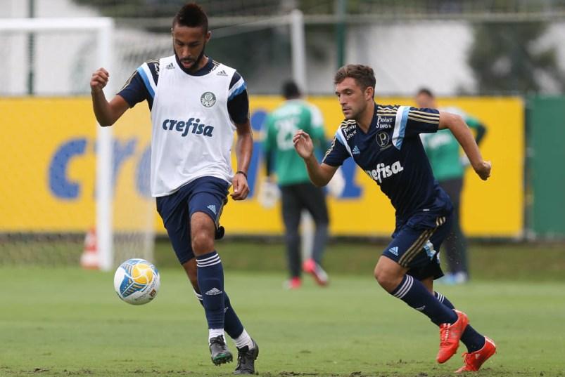 Wellington e Allione durante treinamento na Academia de Futebol. (Cesar Greco/Ag. Palmeiras/Divulgação)