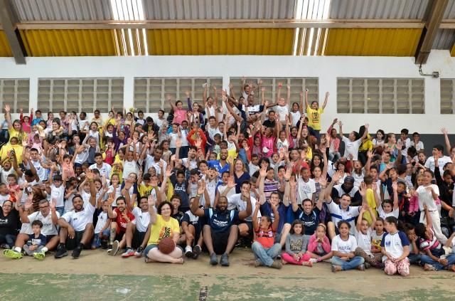 A escola parou para ver os atletas que disputarão o Jogo das Estrelas do NBB neste sábado (7), às 16h, no ginásio Pedrocão, na cidade francana.