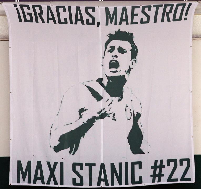 """Torcida palmeirense fez uma bandeira para o """"maestro"""" Maxi Stanic (Fabio Menotti/Ag. Palmeiras/Divulgação)"""