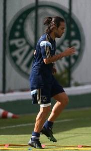 Seguindo a programação, Valdivia treinará normalmente nesta terça-feira (Cesar Greco/Ag Palmeiras/Divulgação)