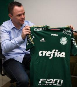 Além da visita, Andrey Lopes também foi presenteado com uma camisa do Verdão. (Fabio Menotti/Ag. Palmeiras/Divulgação)