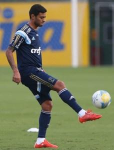 Cleiton Xavier em ação durante as atividades da tarde desta quinta-feira (09). (Cesar Greco/Ag. Palmeiras/Divulgação)