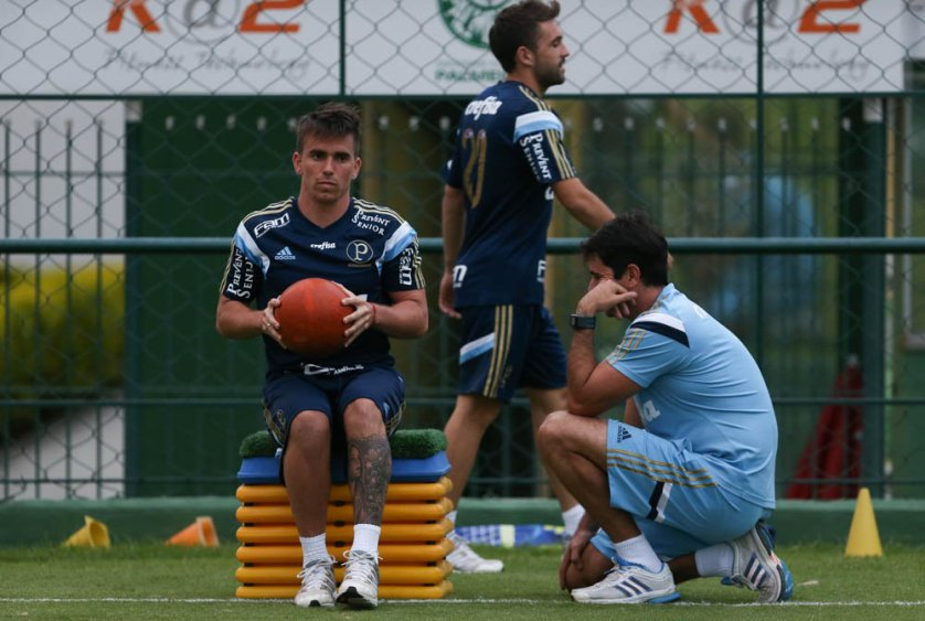 O atacante Mouche se recupera de uma grave lesão no joelho direito, sofrida no amistoso contra o Shandong Luneng. (Cesar Greco/Ag. Palmeiras/Divulgação)