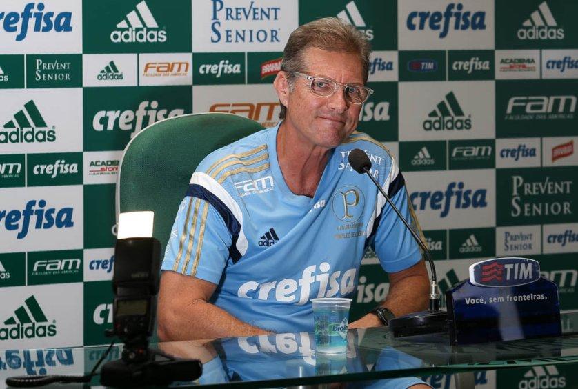 O técnico Oswaldo de Oliveira manteve o mistério ao não divulgar os relacionados para a partida. (Cesar Greco/Ag Palmeiras/Divulgação)