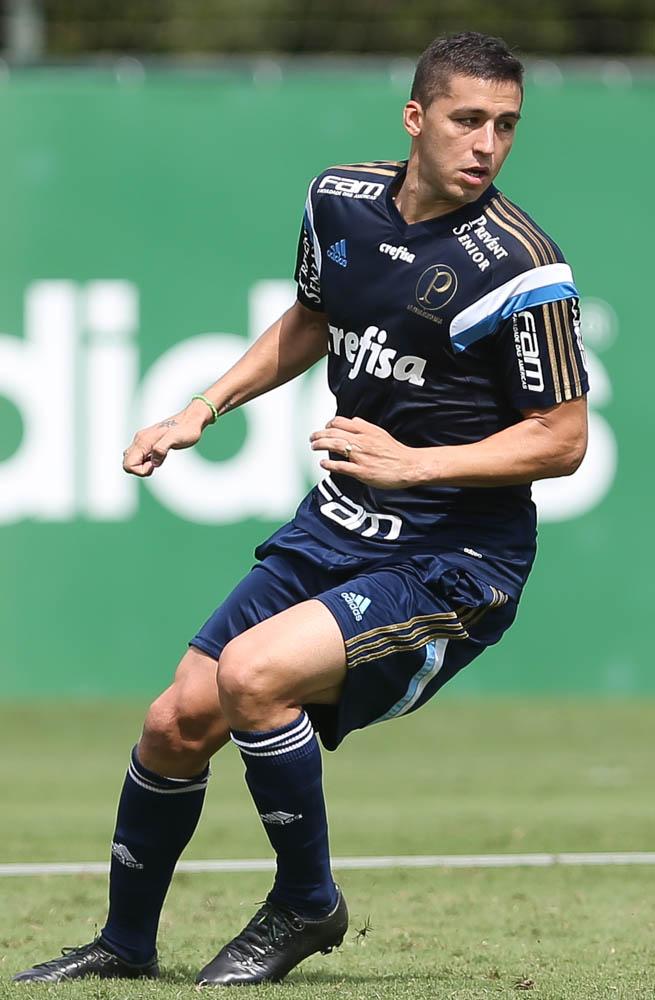 O zagueiro Tobio, que desfalcou o time nos últimos dois jogos, treinou normalmente nesta manhã. (Cesar Greco/Ag. Palmeiras/Divulgação)