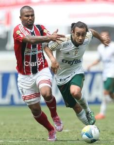 Valdivia entrou no segundo tempo da vitória do Palmeiras e mudou o jogo contra o Botafogo. (Cesar Greco/Ag. Palmeiras/Divulgação)
