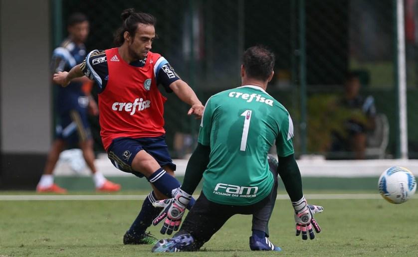 Valdivia voltou a treinar com o grupo nesta quarta-feira. (Cesar Greco/Ag. Palmeiras/Divulgação)