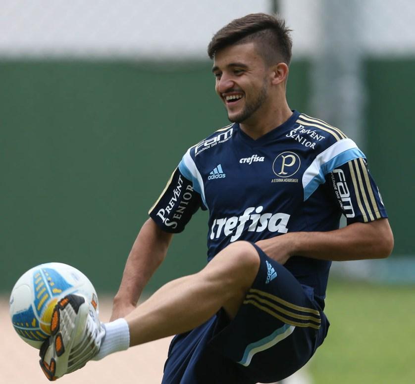 Victor Luis hoje terá a missão de substituir Zé Roberto. (Cesar Greco/Ag. Palmeiras/Divulgação)