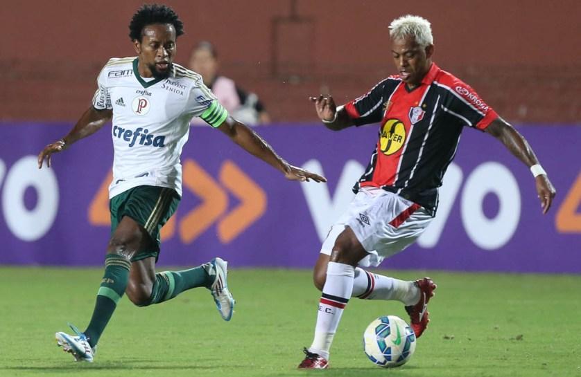 O capitão Zé Roberto começou o jogo no meio-campo e terminou na lateral. (Cesar Greco/Ag. Palmeiras/Divulgação)