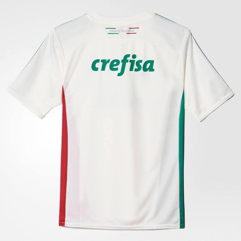 """Parte de trás da nova camisa, com a inscrição """"AVANTI PALESTRA"""". (Mídia Palmeirense)"""