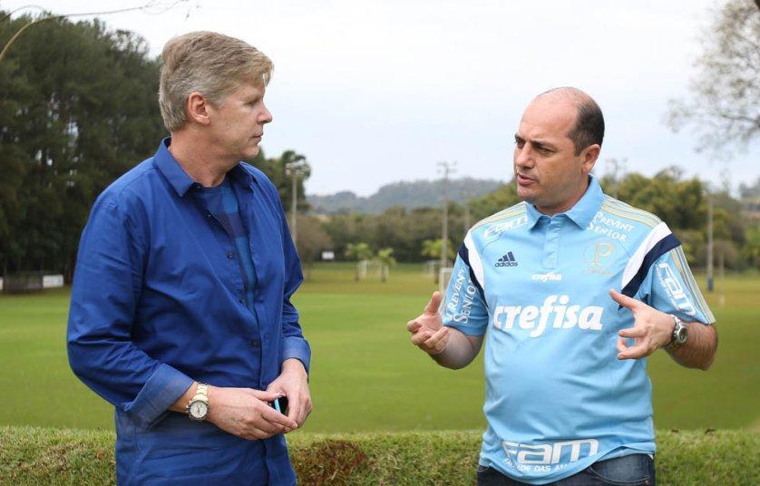 Sergio Malucelli, presidente do Londrina, e Cícero Souza, gerente de futebol do Palmeiras no treino desta quinta (16). (Cesar Greco/Ag.Palmeiras/Divulgação)