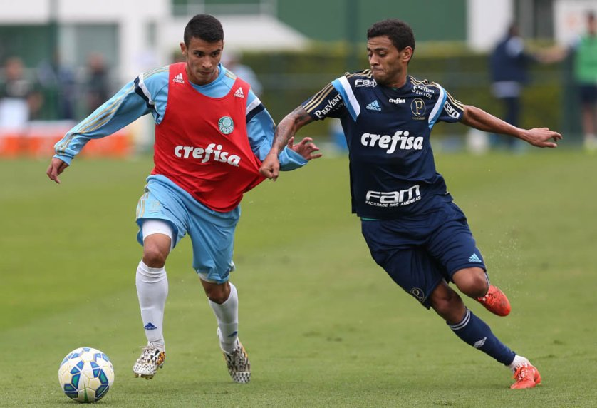 Daniel do time Sub-20 e Cleiton Xavier no treinamento. (Cesar Greco/Ag. Palmeiras/Divulgação)