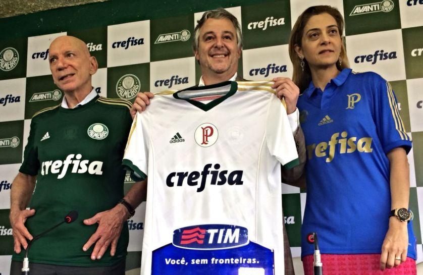 O presidente Paulo Nobre apresentou o novo patrocínio das camisas do Verdão junto com os proprietários da Crefisa, Sr. José Roberto e Leila Pereira. (Divulgação)