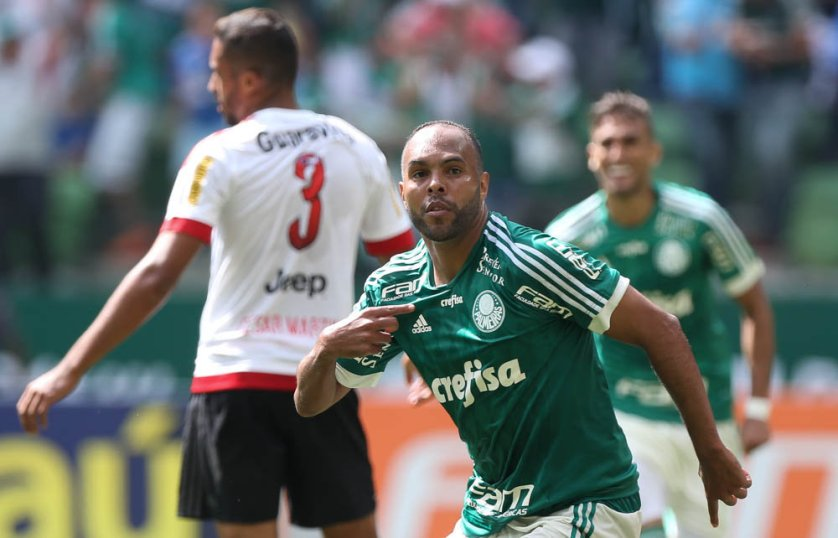 Alecsandro marcou o quarto gol do Verdão contra o Flamengo. (Cesar Greco/Ag. Palmeiras/Divulgação)