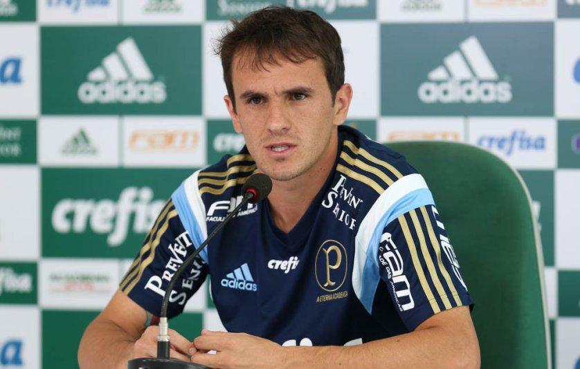 Lucas concedeu entrevista coletiva na Academia de Futebol nesta segunda-feira (17). (Cesar Greco/Ag.Palmeiras/Divulgação)