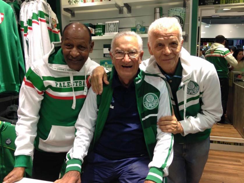 Ademir da Guia, Edu Bala e Dudu receberam o público para a inauguração da nova loja oficial do Palmeiras. (Divulgação)