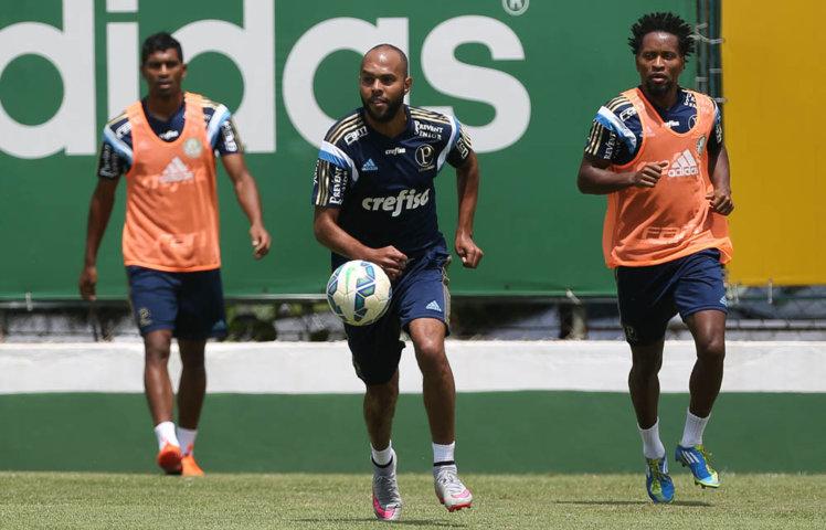 Desfalques na Copa do Brasil, Alecsandro e Thiago Santos estão novamente à disposição. (Cesar Greco/Ag. Palmeiras/Divulgação)