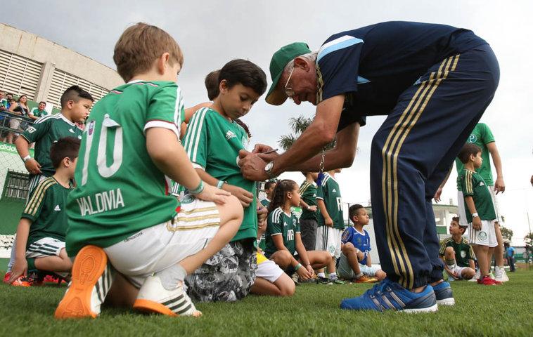'Uma criança traz energia e alegria para a gente', disse Dudu. (Cesar Greco/Ag. Palmeiras/Divulgação)