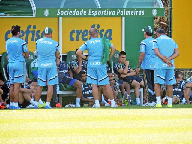 Marcelo de Oliveira conversou por mais de 40 minutos com elenco na reapresentação. (Mídia Palmeirense)