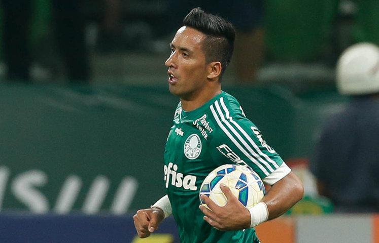 Lucas Barrios saiu do banco para marcar o gol de empate do Verdão. (Cesar Greco/Ag. Palmeiras/Divulgação)
