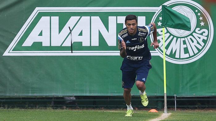 O meia Cleiton Xavier está fazendo quatro sessões diárias de exercícios para chegar preparado no dia 6 de janeiro. (Fabio Menotti/Ag. Palmeiras/Divulgação)
