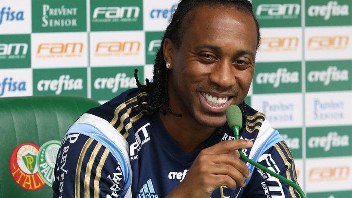 Volante Arouca concedeu entrevista coletiva na tarde desta quinta-feira (28). (Cesar Greco/Ag.Palmeiras/Divulgação)