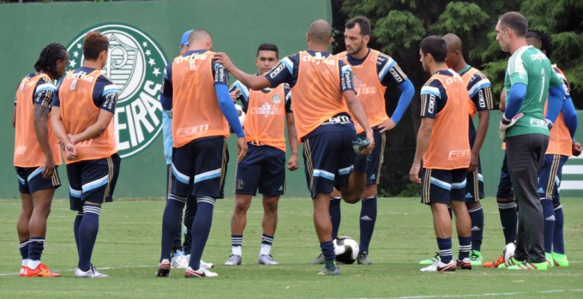 Marcelo Oliveira comandou na tarde desta segunda-feira (18), na Academia de Futebol. (Mídia Palmeirense)