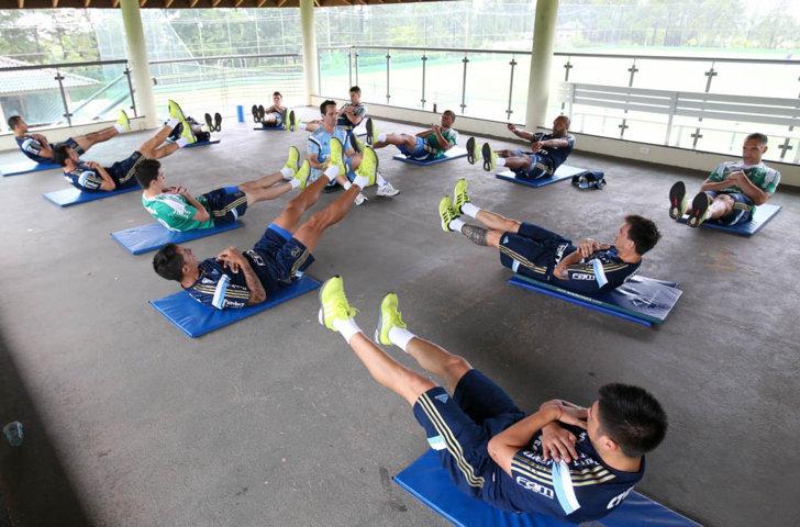Elenco participou na tarde desta sexta-feira (15) de um circuito de exercícios físicos. (Cesar Greco/Ag.Palmeiras/Divulgação)
