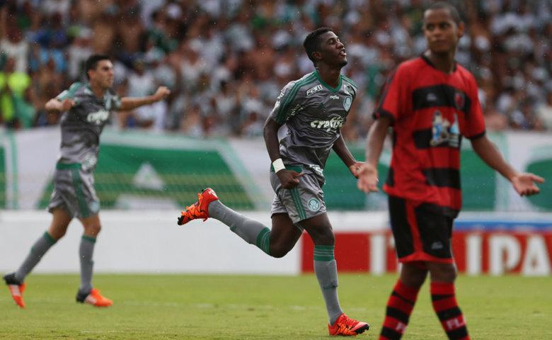 O atacante Laerte, de 18 anos, marcou duas vezes na vitória sobre o Flamengo-SP. (Fabio Menotti/Ag. Palmeiras/Divulgação)