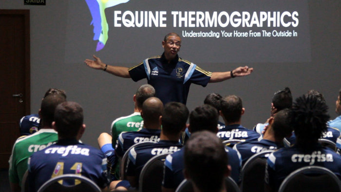 Altamiro Bottino, coordenador científico do clube, falou para o elenco em palestra realizada na última segunda-feira (11). (Divulgação)