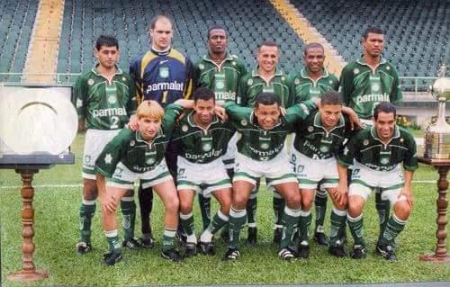 Elenco do Palmeiras campeão da Copa Libertadores de 1999. (Divulgação)