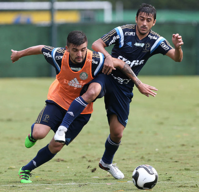 Reservas realizaram várias atividades técnicas no gramado na tarde desta segunda-feira (22). (Cesar Greco/Ag.Palmeiras/Divulgação)
