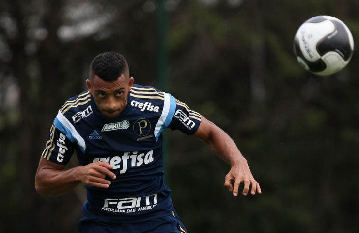 A maior novidade do treino foi a volta do zagueiro Vitor Hugo. (Cesar Greco/Ag.Palmeiras/Divulgação)