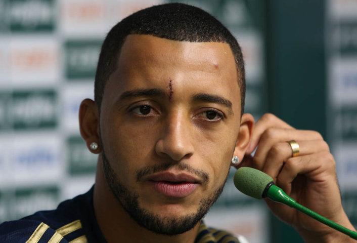 O zagueiro Vitor Hugo concedeu entrevista coletiva após o treino desta sexta-feira (29). (Cesar Greco/Ag. Palmeiras/Divulgação)