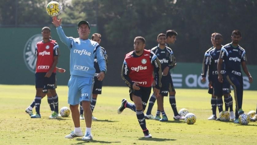 No treino desta manhã (03), os jogadores realizaram atividades divididos em dois grupos de 12. (Fabio Menotti/Ag Palmeiras/Divulgação)