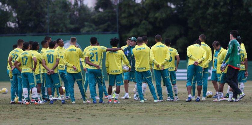 Cuca foi muito ativo e passou diversas orientações ao grupo. (Cesar Greco/Ag Palmeiras/Divulgação)