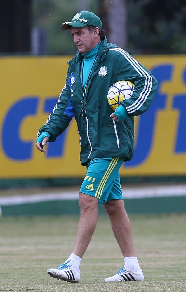 Cuca comandou atividade para aprimorar posicionamentos e fundamentos. (Cesar Greco/Ag Palmeiras/Divulgação)