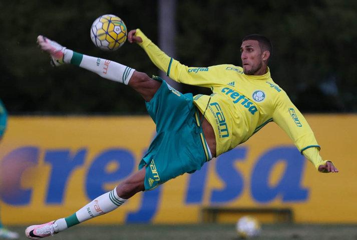 Reservas treinaram em campo reduzido neste quinta-feira (26). (Cesar Greco/Ag Palmeiras/Divulgação)