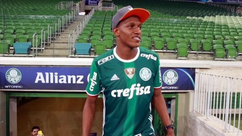 O colombiano Mina conheceu o Allianz Parque na terça (10). (TV Palmeiras/Divulgação)