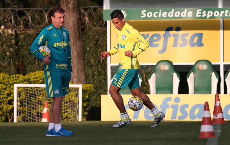 Após lesão, Barrios está de volta ao time para duelo com o Figueirense. (Cesar Greco/Ag.Palmeiras/Divulgação)