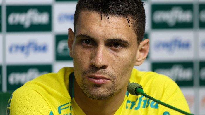 Nesta terça-feira (25), o meia Moisés concedeu entrevista coletiva na Academia de Futebol. (Cesar Greco/Ag.Palmeiras/Divulgação)